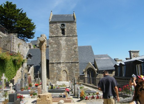 Mont-St-Michel - St-Pierre church and cemetery